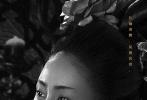 """近日,由陈凯歌导演的优乐国际《妖猫传》首次曝光角色海报,在这组名为""""有故事""""的海报中,白居易、空海等十二个人物以黑白影像形式亮相,翻涌心事呼之欲出,细细织出一张独属于奇幻盛唐的命运之网。与以往呈现五光十色、美轮美奂的盛唐景象不同,此次《妖猫传》敛去大唐斑斓色彩,仅以黑白两色示人,再配合各自充满命运感的独白,简单却力道十足,令观众更好奇猜测他们身上发生的故事。"""