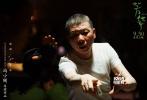 """多伦多当地时间9月7日,冯小刚导演的《芳华》在此进行了全球首映。多家国际媒体在映后第一时间发表影评,对影片予以赞誉。《综艺》称,""""这部电影用最纯粹、美丽、残酷的方式讲述了人生中最宝贵的青春年华。""""《每日银幕》则评价《芳华》是一部""""充满能量与节奏感的作品,将主人公如泡沫一样虚幻美好的理想使命直接戳破在观众面前,也不禁使人回想起冯小刚另一部战争片《集结号》。"""""""