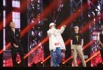 """9月9日晚,《中国有嘻哈》总决赛上线,全国四强PG ONE、GAI、JONY J和艾福杰尼使出浑身解数,争夺中国rapper至高荣誉的冠军宝座。现场气氛远超躁、炸的嘻哈live标准。不仅于此,冠军之夜并非年轻人狂欢的烟花之夜,由爱奇艺缔造的潮流文化生态生生不息,将从此刻此地绵延,打通行业区格,重磅嘉宾著名导演冯小刚在""""冠军之夜""""现场宣布,将亲自执导一部取材自嘻哈文化的喜剧音乐故事片。"""