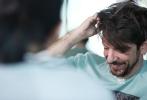 九月的内地影市,不仅迎来一众好莱坞大片,还有一部令人瞩目的西班牙悬疑片《看不见的客人》。影片于今年初在西班牙公映,IMDb评分8.0,豆瓣评分也高达8.6,被国内外的悬疑片影迷奉为佳作。导演奥里奥尔·保罗出生于西班牙巴塞罗那,此前他的两部长片《女尸谜案》和《茱莉娅的眼睛》也都是悬疑惊悚题材,为宣传自己的第三部长片《看不见的客人》,奥里奥尔首次来华并接受了1905电影网的专访,他在采访中表示,自己在电影创作上受诺兰《时间碎片》的影响很大,此外他还向我们透露了打造一部高分悬疑