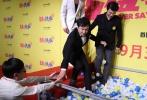 """9月26日晚,开心麻花最新作品《羞羞的铁拳》在京举行首映礼。至此,即将抢滩十一档的重量级影片也终于全部完成了映前最重要的""""集体亮相""""。"""