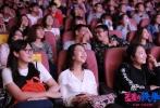 """昨日,即将于9月30日上映的开心麻花第三部电影《羞羞的铁拳》来到西安进行路演,导演宋阳、张吃鱼和主演马丽空降西安电子科技大学和西安培华学院,与现场观众分享欢乐。看片后,电影密集的笑点让同学大呼解压,""""看完电影笑得嗓子疼,就喜欢这样让人开心的电影!"""""""