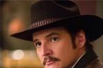 《王牌特工2》主演佩德罗登肥伦秀 秒变霸气牛仔