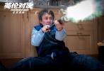 由马丁·坎贝尔执导,成龙、皮尔斯·布鲁斯南、刘涛、梁佩诗领衔主演的国际动作大片《英伦对决》正在热映,并将逐步登陆全球各大银幕。截止今日上午八点,沙龙网上娱乐《英伦对决》票房已突破2亿,高居国庆档影片第二位。没错,每逢假期不得不看的成龙又来了。
