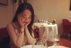 """近日,人气小花旦蒋梦婕在个人社交平台上晒出九张美图,并配文称:""""祝大家中秋节快乐,记得吃月饼哟。"""""""