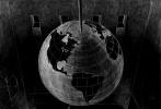 """近日,荡麦影业正式宣布,由毕赣编剧并导演的电影《地球最后的夜晚》将于今年6月在贵州正式开机。此番不仅有汤唯、黄觉、张艾嘉等实力卡司前来助阵,更有行业黄金主创团队助力,共同打造一部""""古老又崭新""""的电影。"""
