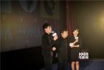 """17日,导演贾樟柯携主演李宣现身厦门,参加在厦门举办的活动。作为一部以""""时间""""为主题的电影,《时间去哪儿了》汇集金砖五国最优秀的导演,将会为观众呈现一场精彩绝伦的时间大餐。"""
