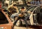 """2017年的暑期档,掀起了一股""""战狼热""""。由吴京导演并主演的《战狼2》从上映第一天,就伴随着影史各项纪录的不断刷新与超越。4小时破亿,单日票房4.26亿创华语电影新纪录,最终票房56.8亿人民币,位列全球票房榜第55名,这也是首部跻身全球票房top100的中国电影。累计1.59亿的观影人次,也让《战狼2》成为了全球影史单一市场观影人次的冠军。"""