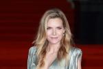 《东方快车》伦敦首映礼红毯 佩内洛普黑裙性感