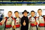 成龙现身国际WEC赛车比赛现场 为中国车队加油