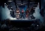 """两天倒计时!年度压轴的最强好莱坞超级大片《正义联盟》(Justice League)将于11月17日(本周五)全面公映,影票预售已在各大售票平台和影院火爆展开。DC作为和漫威齐名的漫画巨头,首部英雄联盟电影无疑""""干货""""多多,而如果你对DC电影的印象还停留在今夏嗨爆全球的《神奇女侠》(Wonder Woman),那可真的要补补课了!"""
