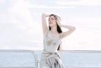近日,郭碧婷登《男人装》封面。她一改以往清纯路线,玩起性感内衣秀。在曝光的写真中,郭碧婷置身在森林、海边、都市大秀美腿,魅惑好身材一览无遗。