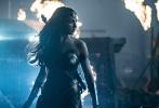 """由华纳兄弟影片公司出品的超级英雄电影《正义联盟》(Justice League)正在全国热映中,影片上映后,引起了观众热烈讨论,超人(Superman)复活的神秘面纱被揭开,神奇女侠(Wonder Woman)魅力难挡,一出场即是爆点,蝙蝠侠(Batman)的""""有钱""""以及海王(Aquaman)的""""跟鱼说话""""变成当下最流行的梗。不少观众表示,这部年度压轴超级大片特效炸裂,打斗精彩,笑点频频,又燃又嗨又好笑,值回票价。更有不少粉丝称,这部电影是""""给超人的一封情书"""",因为超人是全片实力最强英雄。"""
