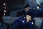 """11月30日,电影《无问西东》首次曝光概念版海报和全阵容剧照。影片《无问西东》由李芳芳编剧、导演,章子怡、黄晓明、王力宏、张震、陈楚生主演,更有米雪、祖峰、韩童生、王盛德等众多戏骨级演员联袂加盟,堪称华语影坛一次不可错过的""""重磅合作""""。此次发布的概念海报以""""时间引擎""""为切入点,呈现大气轰鸣之史诗感,使《无问西东》作为""""2018开年大片""""的气场全开。而全阵容剧照则强烈展现人物情感冲突,演员们的每一个眼神都扎实有戏,众星联袂集体奉献出不可错过的深情表演。"""