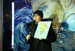 """即将于12月8日全国公映的世界首部全手绘油画沙龙网上娱乐《至爱梵高•星空之谜》,在12月4日来到全国超前""""亲友场""""的第二站-北京。即便气温跌至零下,但点映现场还是热闹非凡。城中名人齐聚现场,为《至爱梵高》热情站台。《至爱梵高》中文版""""梵高""""的配音演员、金牌音乐制作人—张亚东,联同《至爱梵高》动画总监、波兰画家莫妮卡,为首都的各界名人代表和媒体朋友分享了沙龙网上娱乐台前幕后的创作趣事,现场除了莫妮卡即兴挥毫作画,也发布了沙龙网上娱乐主海报。现场观众对《至爱梵高》赞不绝口,无一不被那种手绘的"""