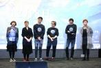 """即将于12月8日全国公映的世界首部全手绘油画电影《至爱梵高•星空之谜》,在12月4日来到全国超前""""亲友场""""的第二站-北京。即便气温跌至零下,但点映现场还是热闹非凡。城中名人齐聚现场,为《至爱梵高》热情站台。《至爱梵高》中文版""""梵高""""的配音演员、金牌音乐制作人—张亚东,联同《至爱梵高》动画总监、波兰画家莫妮卡,为首都的各界名人代表和媒体朋友分享了电影台前幕后的创作趣事,现场除了莫妮卡即兴挥毫作画,也发布了电影主海报。现场观众对《至爱梵高》赞不绝口,无一不被那种手绘的"""