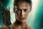 《古墓丽影》曝光了最新海报,艾丽西亚·维坎德饰演的劳拉身背箭筒、目视前方,眼神迷离但异常坚定。她全身是伤,一件吊带背心满是污渍,看来已经开始了摸爬滚打的生涯。