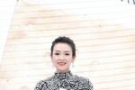 章子怡黑白长裙惊艳亮相 获封年度致敬电影工作者