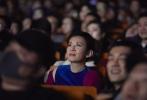 由吴君如首次执导的电影《妖铃铃》今日正式上映。上映前12月26日、27日分别在北京和香港举行了首映礼,导演吴君如携监制陈可辛以及主创团队悉数亮相现场。不仅共同观看了影片,还与在场观众近距离交流,分享关于这部电影的趣事与心路历程。更有不少圈内好友赶到现场为影片助力,惊喜不断。