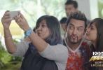 由阿米尔·汗、塞伊拉·沃西、梅·维贾、拉吉·阿尔俊等主演的电影《神秘巨星》将于2018年1月19日全国公映。影片讲述了印度少女尹希娅突破歧视与阻挠坚持音乐梦想的励志故事。今日片方发布了阿米尔·汗造型特辑及角色海报,印度男神不仅颠覆出演极具争议的音乐制作人一角,还首次挑战黄毛、花T恤、紧身牛仔裤的杀马特造型,着实令人期待。