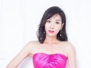 杨恭如44岁生日写真大片曝光 抹胸长裙性感惊艳