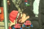 贾乃亮工作中探望女儿甜馨 父女洒泪分别亲吻不止