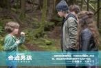 """由斯蒂芬·卓博斯基执导,朱莉娅·罗伯茨、欧文·威尔逊、雅各布·特瑞布雷主演的暖心励志电影《奇迹男孩》将于1月19日在全国公映。今日片方发布奥吉角色预告,因为天生脸部畸形而""""不普通""""的10岁小男孩奥吉,逐渐用自信与勇气让周围的人对他刮目相看。据悉,奥吉的扮演者雅各布·特瑞布雷还将于1月14日来华宣传,与内地媒体和影迷进行互动交流。"""