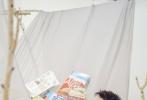 近日,赵又廷为《周末画报》拍摄的2月新刊封面大片曝光。赵又廷换上一身黄色毛衣温暖帅气,在镜头下展现出居家好男人的随性风采,爱情甜蜜的他难掩幸福笑容,羡煞旁人。