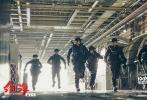 将于2月16日大年初一上映的军事动作巨制《红海行动》近期举办了看片交流会。导演林超贤、监制梁凤英、主演蒋璐霞、尹昉、王强也意外现身看片会现场,听取了观众们对这部影片最直观的评价。