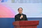 """2月12日下午,第八届北京国际电影节新闻发布会在京举行。会上介绍了第八届北京国际电影节总体方案和整体筹备情况,公布了本届""""天坛奖""""国际评委会主席,发布了第八届电影节合作影院信息,并正式与本届""""北京展映""""官方独家售票平台淘票票举行了签约仪式。"""