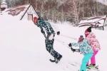 """陆毅带女儿滑雪成了人工雪橇犬:""""说好的滑雪呢"""""""