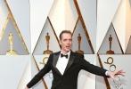 北京时间3月5日,第90届奥斯卡金像奖颁奖典礼在好莱坞杜比剧院举行,红毯上星光熠熠,巨星云集。图为:《水形物语》道格·琼斯。