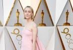 北京时间3月5日,第90届奥斯卡金像奖颁奖典礼在好莱坞杜比剧院举行,红毯上星光熠熠,巨星云集。图为:《伯德小姐》中的西尔莎·罗南。