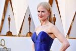 妮可·基德曼宝石蓝裙亮相奥斯卡 大长腿白得发光