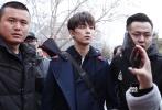 北京电影学院表演学院的艺考复试正在进行中。3月7日,吴磊一身低调打扮现身校园,引发大批媒体和粉丝的围堵。
