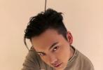 今天下午,陈伟霆在自己微博晒出粉色头发的照片,有网友盘点了陈伟霆近年来五彩斑斓的发色。