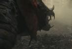 """由《末日崩塌》导演布拉德·佩顿执导,巨石强森实力演绎的好莱坞怪兽灾难巨制《狂暴巨兽》正式定档4月13日,同步北美上映!近日官方更曝光了中国独家定档预告海报,戏外巨星强森现身预告前端强势""""安利""""疯狂圈粉,戏内硬汉强森为救世界对抗三大惊天巨兽。而此次预告中利齿撕天的巨鳄、飞扑战机的巨狼和只掌遮空的巨猩,掀起的""""末日屠城危机""""令观众印象深刻,期待指数狂飙的同时更怒赞到:""""四月必看!《金刚:骷髅岛》+《哥斯拉》+《猩球崛起》即视感!"""""""