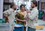 由萨基特·乔杜里执导,伊尔凡·可汗、萨巴·卡玛尔等主演的印度电影《起跑线》将于4月4日全国上映。今日发布终极预告片及海报,曝光印度家长拉吉和米塔夫妇为女儿择校费尽心思,最后甚至假扮穷人骗取入学名额的行径。故事折射现实压力,通过啼笑皆非的情节,令人反思焦虑下做出的不当抉择。