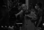由麦浚龙导演的电影《风林火山》经历了8个月的紧张拍摄,五大主演终于全部杀青。其中,陪伴剧组时间最长的,是刚刚获三奖影帝的古天乐,他一直拍至上月初杀青;金城武则由开机第一天拍至去年年底;梁家辉和刘青云双双由去年六月进组拍至十一月杀青,而唯一的女主演高圆圆也随后结束拍摄。目前,这部电影的前期拍摄正式结束,近期已转入后期制作环节。