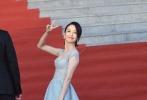 佟丽娅水蓝色长裙仙气十足