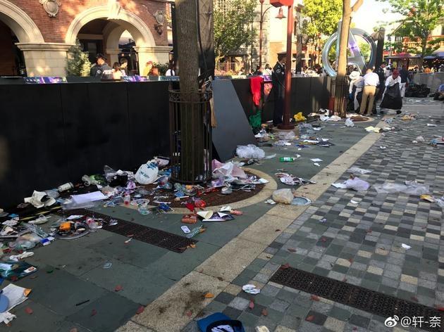 复联3红毯后迪士尼小镇遍地狼藉 网友:令人寒心