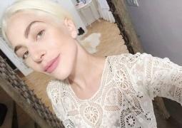 Lady Gaga素颜出镜!褪去奇葩装扮原来这么美