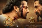 """于近日定档于5月4日的《巴霍巴利王2:终结》便是一部具有正宗印度风情的动作史诗大片,并于今日曝光了""""看点预告片""""与""""巅峰决战""""海报。"""