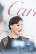 刘嘉玲性感出席活动未露酥胸 破次元与火星哥合影