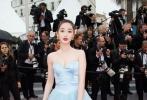 当地时间5月16日,法国戛纳,第71届戛纳电影节《燃烧》首映礼上,蒋梦婕一袭摸胸礼裙优雅亮相。