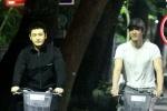 王力宏带黄晓明夜骑游台北 一路热聊哥俩感情好