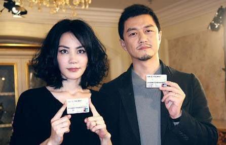 李亚鹏含泪谈与王菲离婚:从不同意到同意用大半年