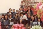 成龙重回乐坛,新歌《青春故事》今日上线,微博晒儿时照片忆青春。
