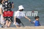王子文六一带神秘小男孩海边游玩 隐婚生子被重提