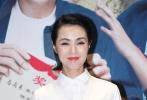 6月5日动作喜剧电影《幸福马上来》在京举办首映红毯仪式,导演冯巩、崔俊杰携主演贾玲、毛俊杰、梁天、牛莉、姜宏波、涂松岩、潘斌龙、白凯南、张小斐、宋宁等嘉宾亮相红毯。